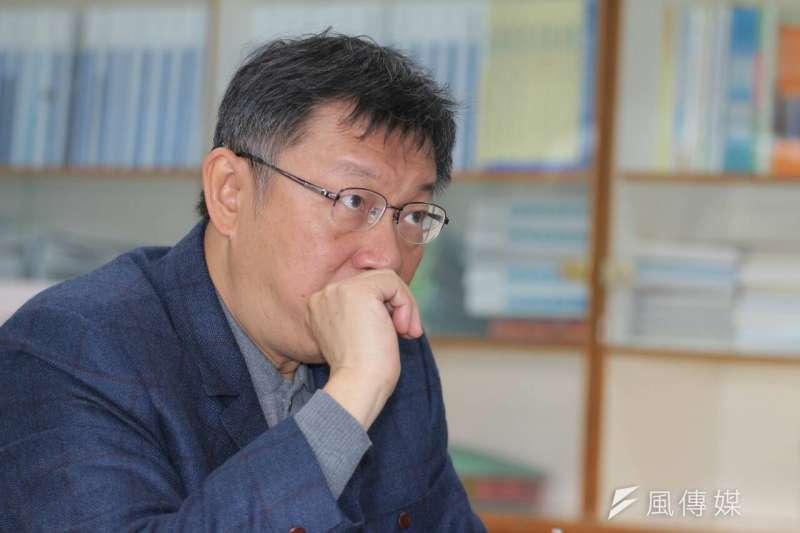 台北市長柯文哲31日到社子島,與當地民眾開座談會。(葉信菉攝)