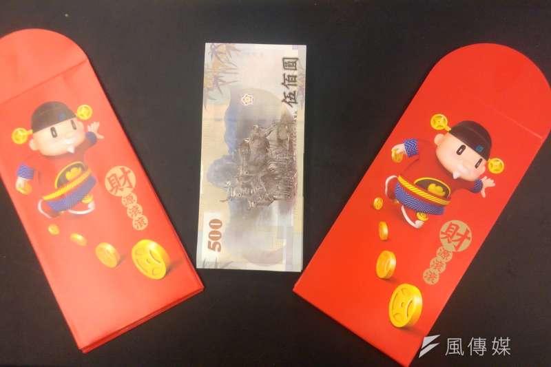春節快到了,民眾開始準備換新鈔、包紅包。(風傳媒)