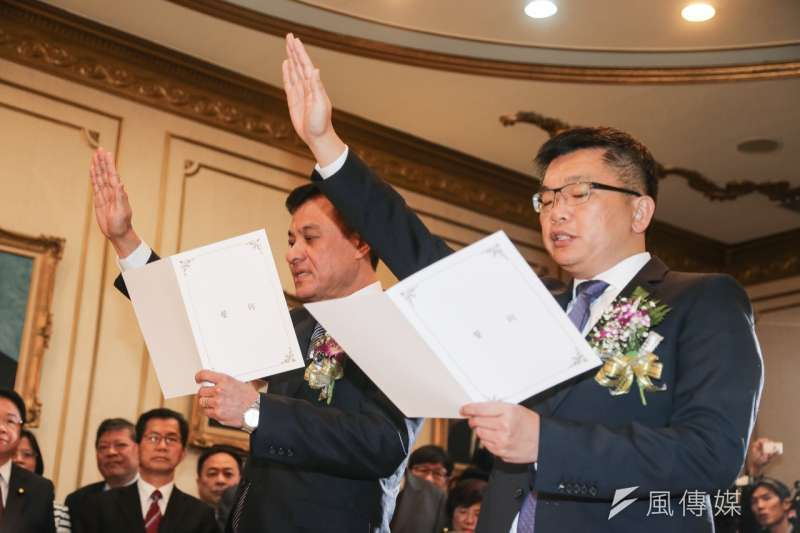 蘇嘉全(左)與蔡其昌於下午宣誓就任新任國會正副議長,蘇嘉全隨後發表就職演說,緊扣國會改革與全民參與等議題。(陳明仁攝)