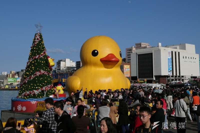 黃色小鴨到台灣。(余志偉攝)