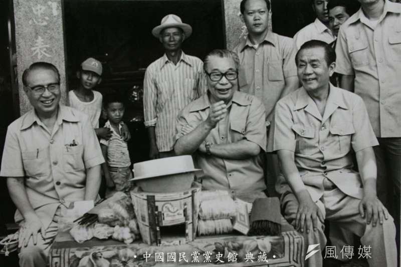 蔣經國主政臺灣時期(中),他堅持中華民國的主權獨立,領導臺灣的政治轉型和經濟飛越,也對臺美中三角關係的型塑留下了深遠影響。(國民黨黨史會)