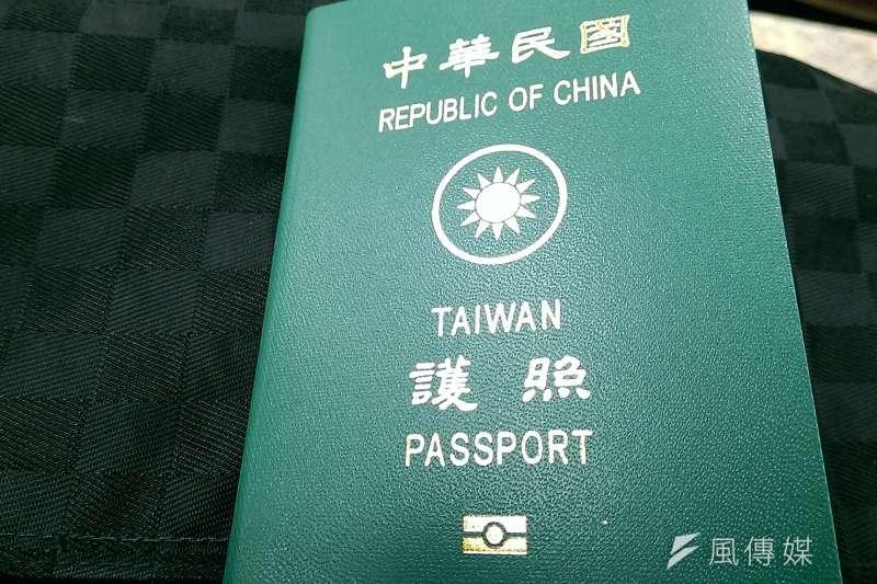 """護照封面音標有""""CHINA""""的英文字樣,故日前掀起是否護照更名的議論。(資料照,方炳超攝)"""