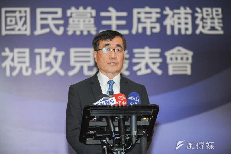 國民黨主席補選電視政見發表會,黨秘書長李四川會前進行說明。(林俊耀攝)