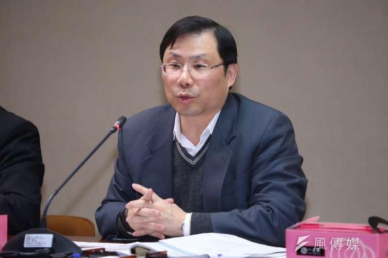 綠色公民行動聯盟批評台電降價「是非常短視的作法」,能源局長林全能表示,全球各國都在降電價,台灣並非特例。(蔡耀徵攝)