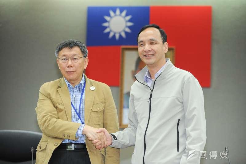 「雙北合作交流平台」第二次市長層級會議22日於台北市政府召開,由台北市長柯文哲及新北市長朱立倫共同主持,會前雙方握手致意。(林俊耀攝)