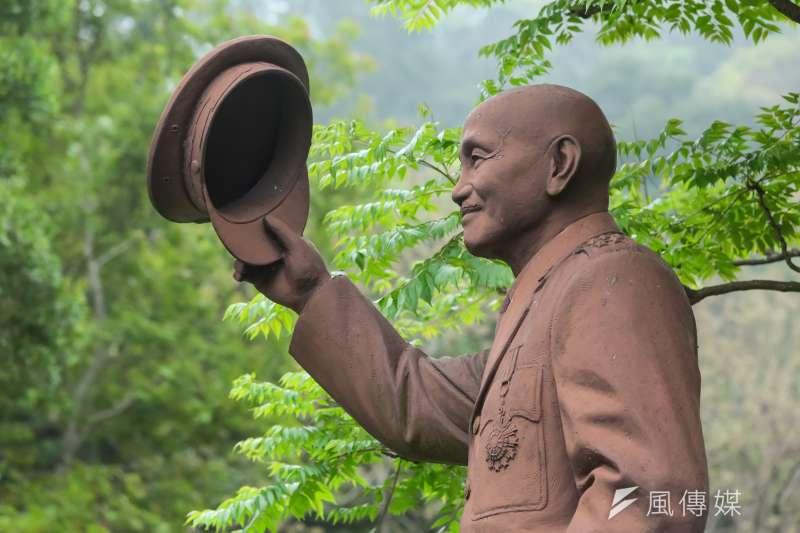 輔仁大學校內的蔣介石銅像目前已被拆除,但仍不確定是校方拆除或是校外人士拆除。(資料照,顏麟宇攝)
