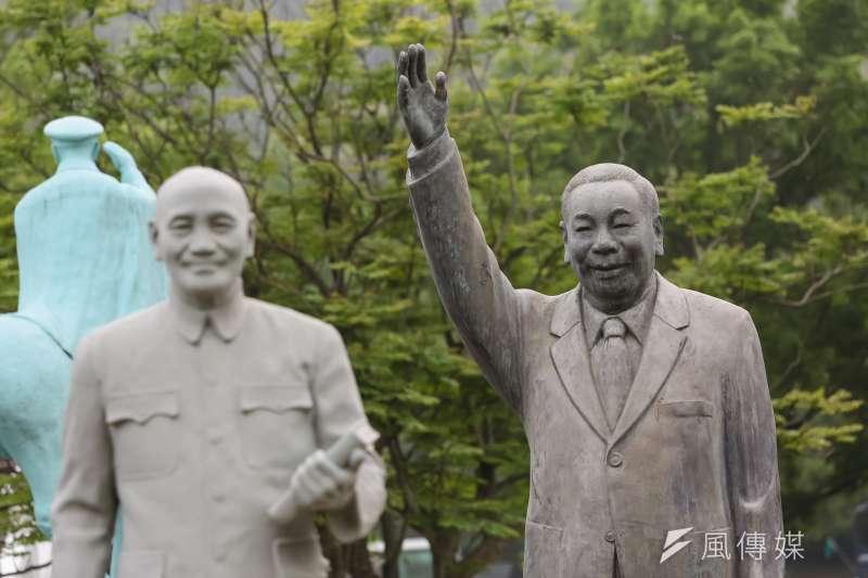 隨著慈湖紀念雕塑公園設立與後慈湖的開放,現在到慈湖的遊客比謁靈者還多。(資料照,顏麟宇攝)