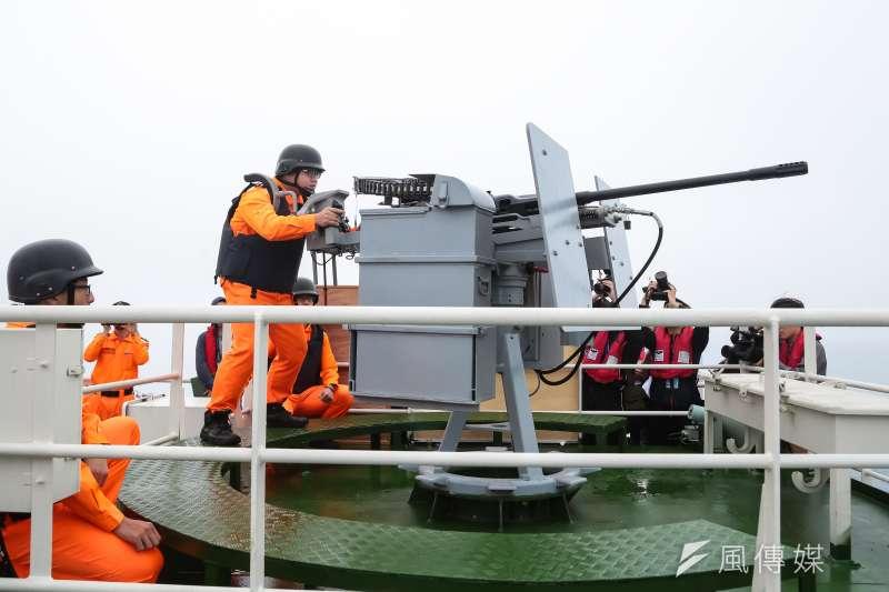 海巡署「宜蘭艦」上之國造T75-20機砲操演。(顏麟宇攝)