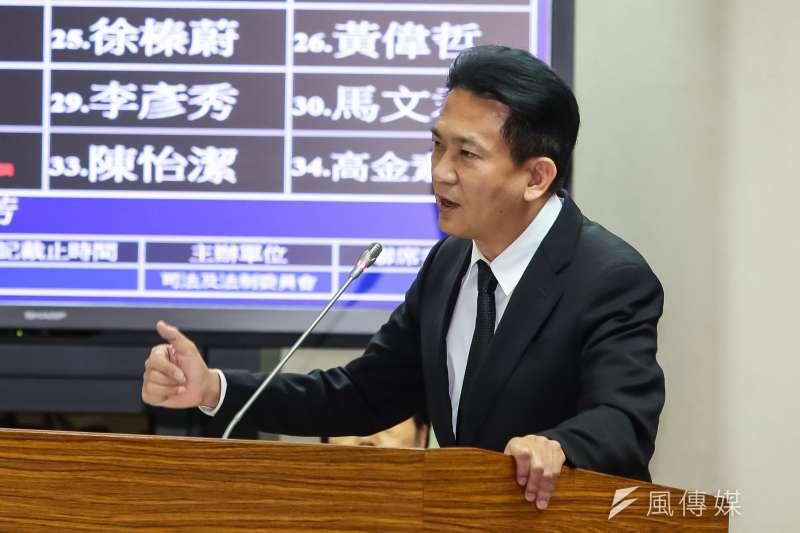 民進黨立委林俊憲18日於立院司法法制委員會質詢。(顏麟宇攝)