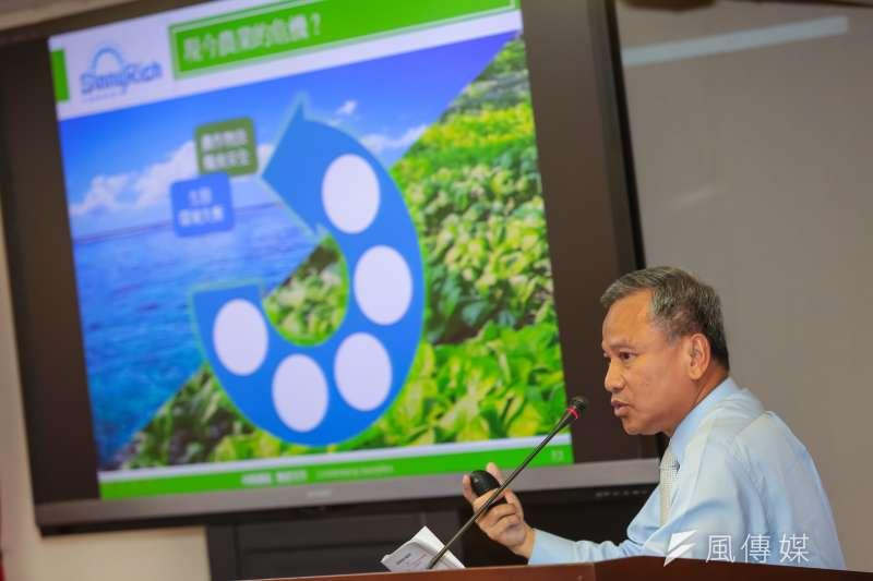 向陽優能電力公司董事長陳貴光28日於「台灣的地面型光電未來願景」公聽會演講。(顏麟宇攝)