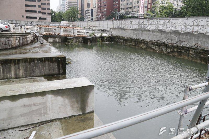 20160428-大巨蛋工地因市議員考察首次開放.積水成魚池(陳明仁攝)