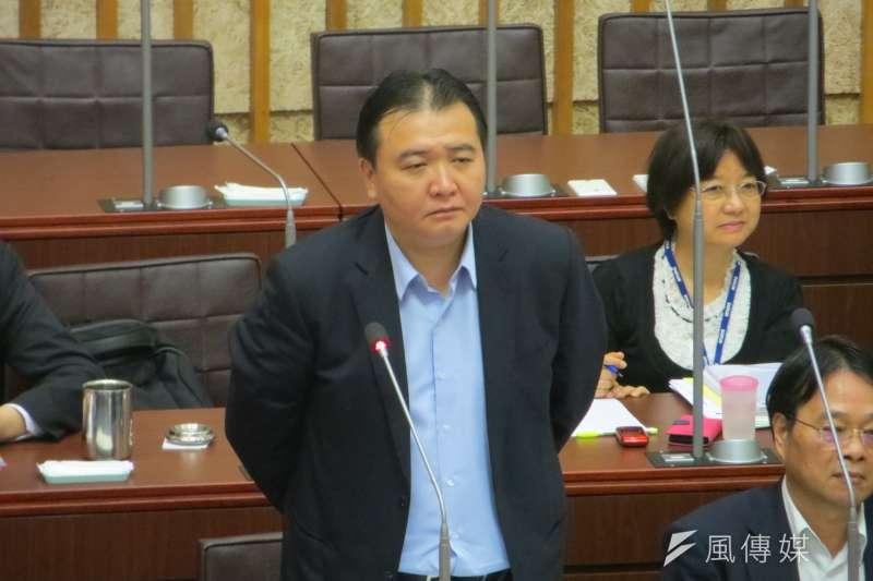 高雄市代理市長許立明批評,國民黨議員陳美雅在質詢時不應把「我沒有說過的話塞到我嘴巴裡」。(資料照,楊伯祿攝)