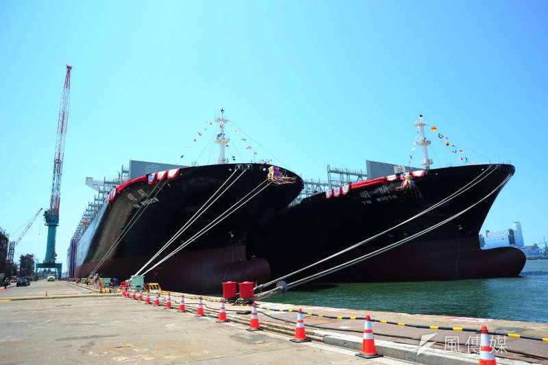 台灣造船史最大貨櫃輪「開明輪」和「闊明輪」5日在台船公司高雄廠區2號碼頭聯合命名。(楊伯祿攝)