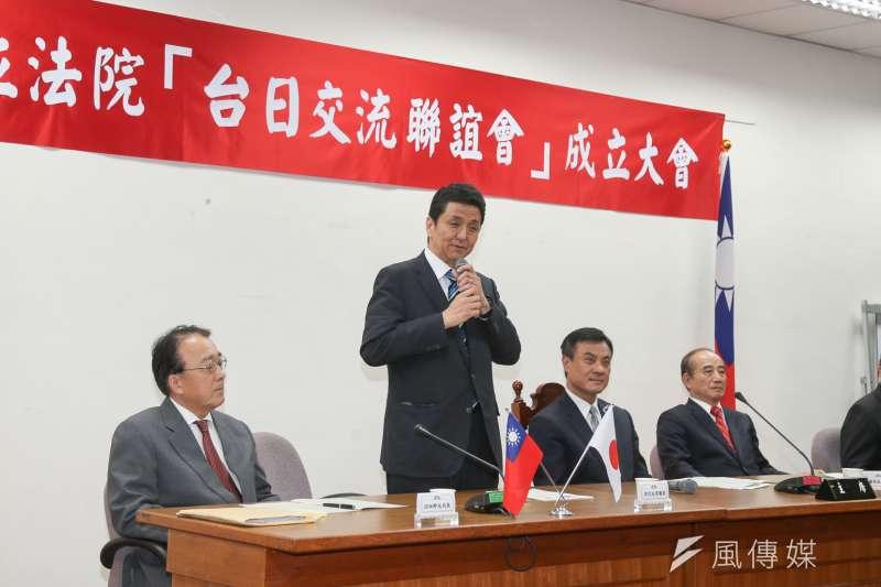 岸信夫(左二)表示,若台灣發生戰事,日本不可能只是隔岸觀火。(陳明仁攝)
