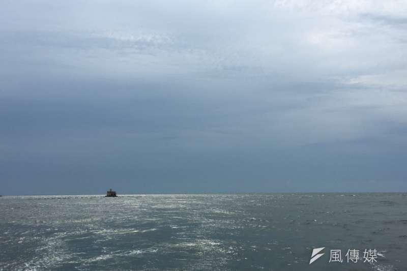 未來台電將在彰化海邊佈建高達244隻離岸風力發電機組,並將維護營運中心就近設在原本的彰火預定地。(尹俞歡攝)