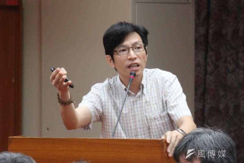 高教工會秘書長陳政亮22日在立法院勞基法修正案公聽會上,為勞工發聲,被封為今日MVP。(資料照,王德為攝)