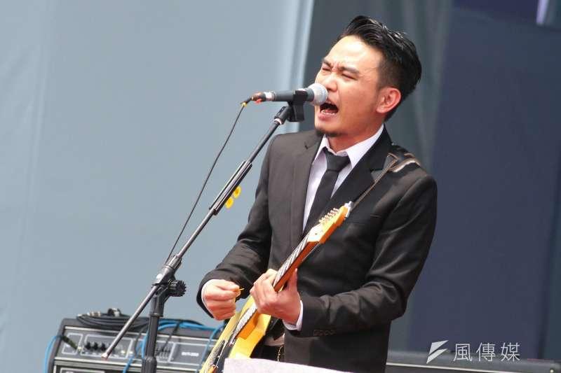 11月17日自由廣場舉辦「撐香港、要自由」演唱會,滅火器樂團為表演嘉賓之一。(資料照,曾原信攝)