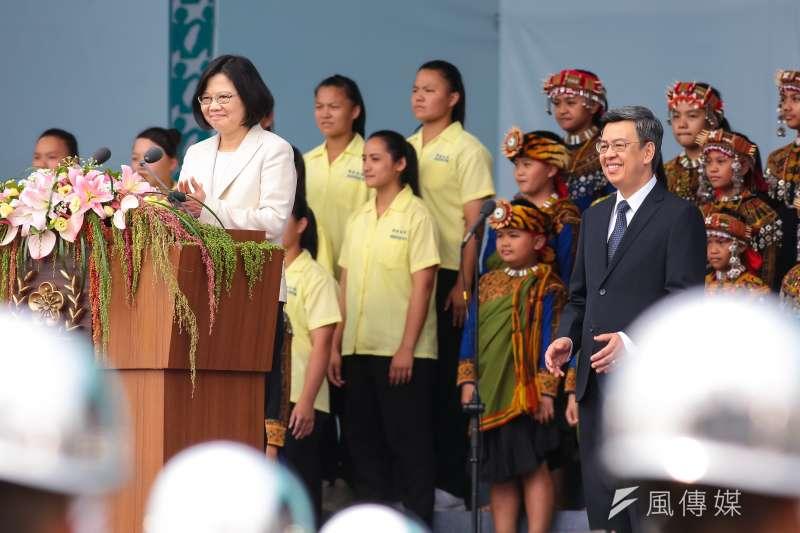 中華民國第十四任總統蔡英文於就職慶祝大會現場國歌領唱後拍手。(顏麟宇攝)