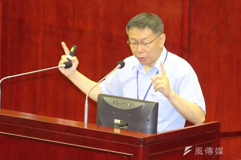 柯文哲23日赴台北市議會進行大巨蛋專案報告,晚上則在臉書發文表示,大巨蛋的問題現在不解決,將來還是要面對同樣的問題。(陳明仁攝)
