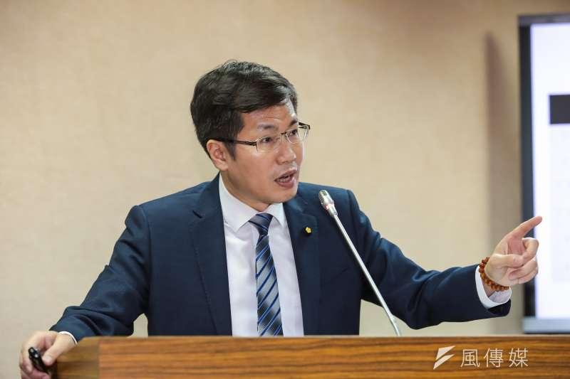 民進黨立委羅致政1日於外交國防委員會質詢。(顏麟宇攝)