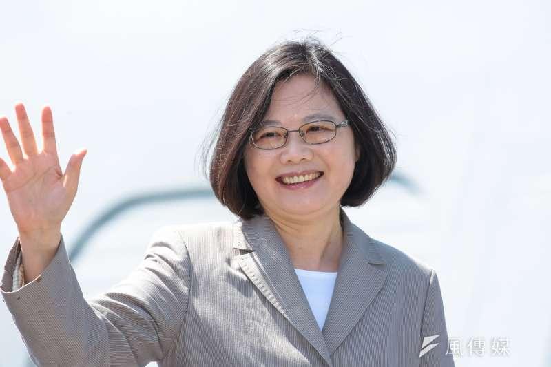 作者認為,統獨奶嘴不丟,台灣民主不僅不會長大,還會愈來愈畸形。圖為總統蔡英文。(資料照,顏麟宇攝)
