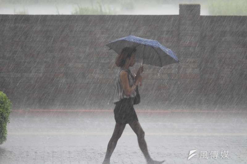 梅雨季第四道鋒面將在下週二凌晨左右抵達,可能帶來伴隨強風及雷擊的雨勢(資料照,方炳超攝)