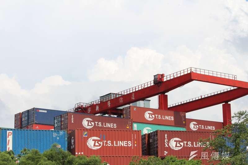 財政部今(7)日公布1月進出口貿易初步統計,連續4個月出口正成長。(資料照,方炳超攝)