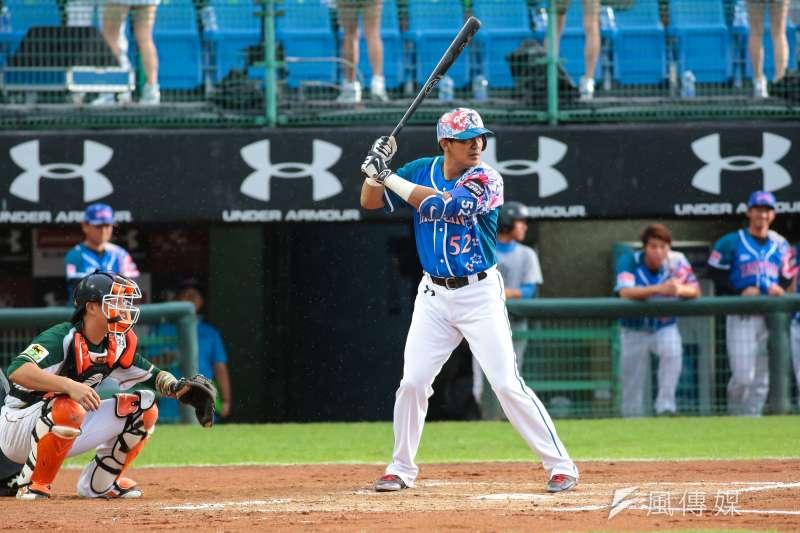作者期待台灣社會能扭轉長期以來「大巨蛋救棒球」的迷思,將振興棒球的夢想,託付在一座官商勾結的貪腐地標上,完全是本末倒置,唯有爭取更多自由開放的草地,以及廣設簡易紅土球場,才能讓愛打棒球的孩子們延續棒球之夢。(資料照,顏麟宇攝)