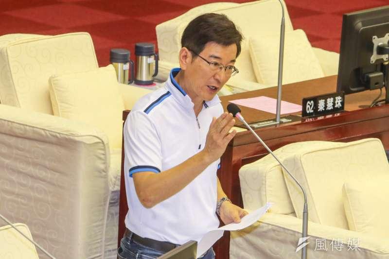 無黨籍的台北市議員李慶元表示,估計離開國民黨後可能至少去掉一半的票。(資料照,陳明仁攝)