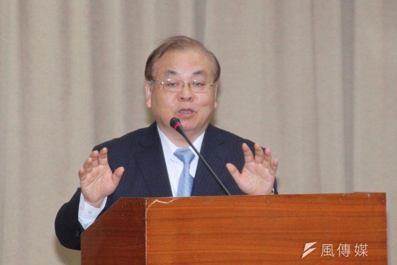 行政院主計長朱澤民18日召開國民所得評審會議時,公布最新經濟情勢,將2017年經濟成長率上修至2.11%。(資料照,王德為攝)