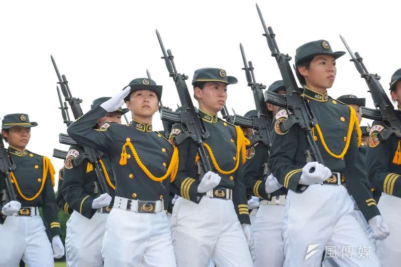 陸軍官校192週年校慶,第九連也是唯一的女兵連通過司令台。(顏麟宇攝)