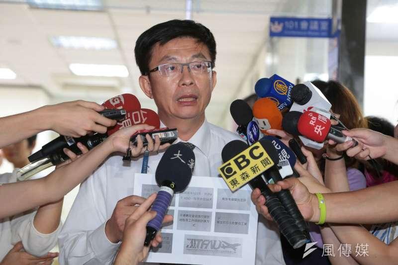 華航罷工勞資協調會,勞動部次長郭國文先行出來說明。(顏麟宇攝)
