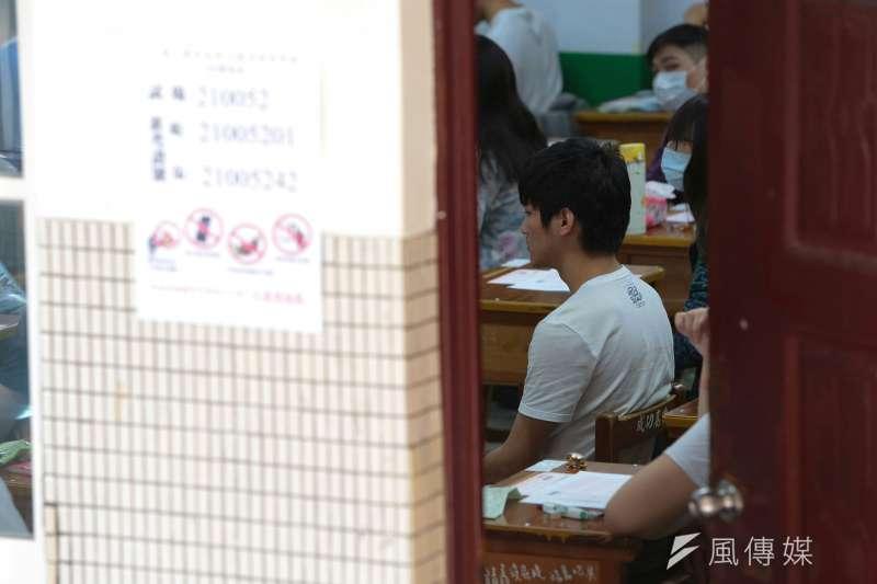 因應疫情,教育部21日宣布,下月登場的四技二專暨二技統一入學測驗及國中教育會考將全面開門窗、冷氣。示意圖。(資料照,顏麟宇攝)