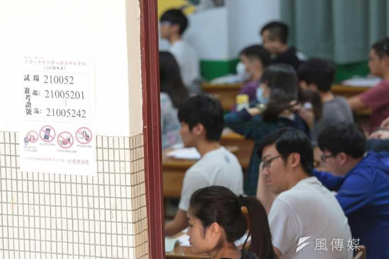 大學多元入學自從實施以來,所謂「多錢入學」爭議未曾停歇。而針對入學制度,包含台灣大學、政治大學等多個大學學者研究指出,多元入學制度並未特別偏袒家境較好的學生;也有偏鄉教師點出資源缺乏問題。圖為示意圖。(資料照,顏麟宇攝)