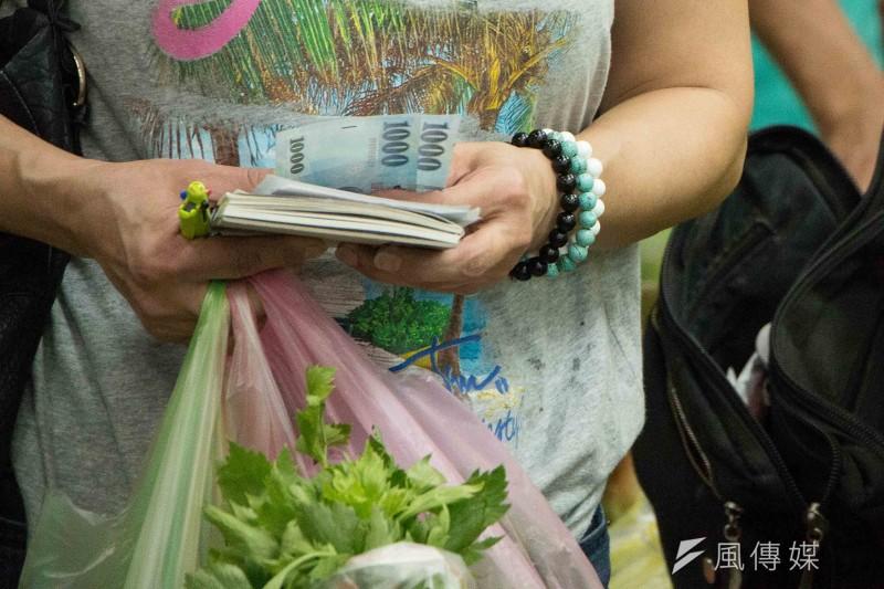 颱風過後,菜價飆漲之勢一直沒有緩和。(李振均攝)