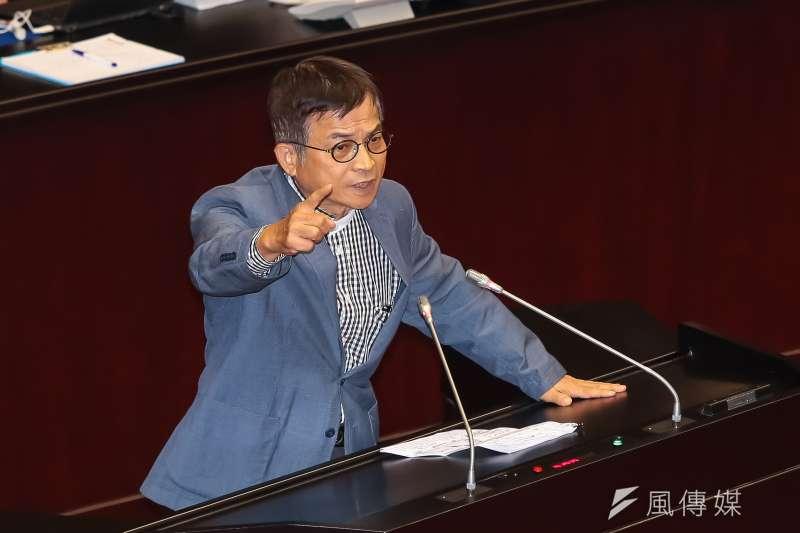 國民黨立委賴士葆12日針對廢止「中華民國紅十字會法」發言反對。(顏麟宇攝)