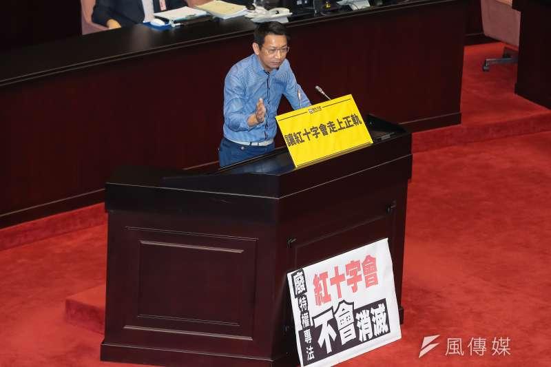 時代力量立委徐永明12日針對廢止「中華民國紅十字會法」發言贊成。(顏麟宇攝)