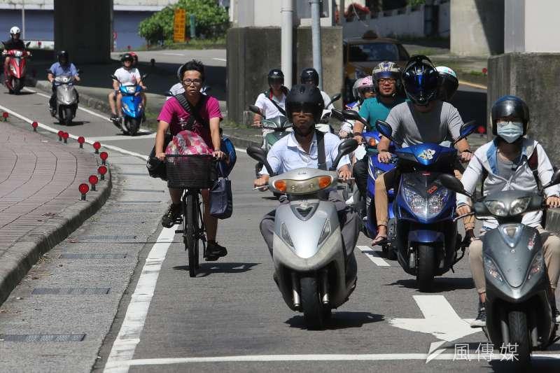 北市自2011年到2015年的機車肇事事件不斷攀升,台北市長柯文哲裁示,宣導方式應從過往的講習模式改為創意影片呈現。(資料照,陳明仁攝)
