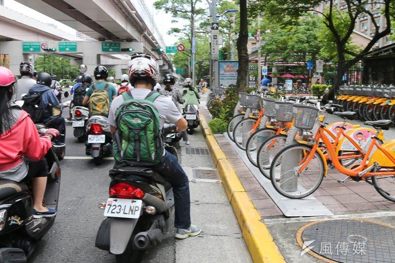 20160717-Youbike風數據專題配圖,機車(陳明仁攝)
