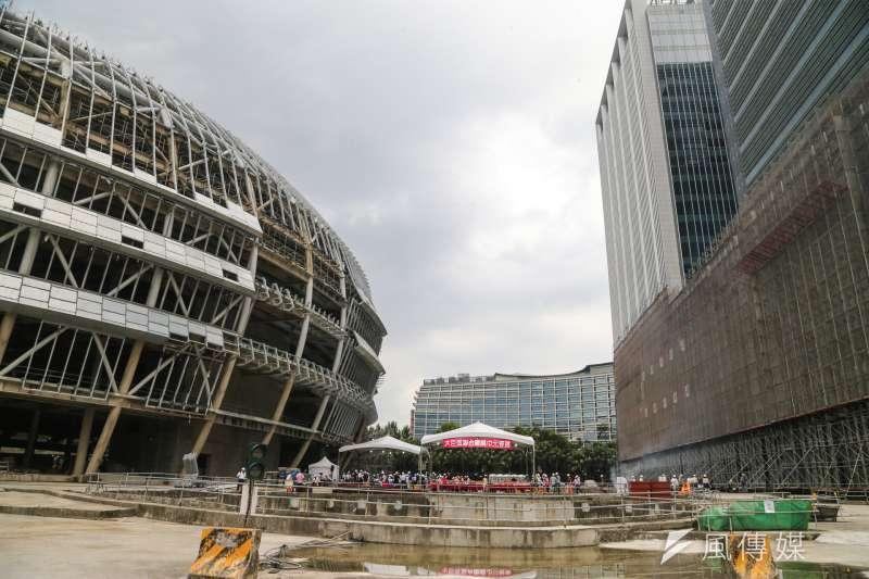 遠雄6日下午發出新聞稿指出,將依照台北市政府法規的公安標準來研擬完成大巨蛋,「希望雙方能各退一步,各有遷就」。(資料照,陳明仁攝)