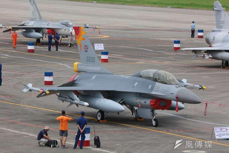 20160811-SMG0045-004-花蓮空軍基地參訪,F16、F-16戰機。(顏麟宇攝).jpg