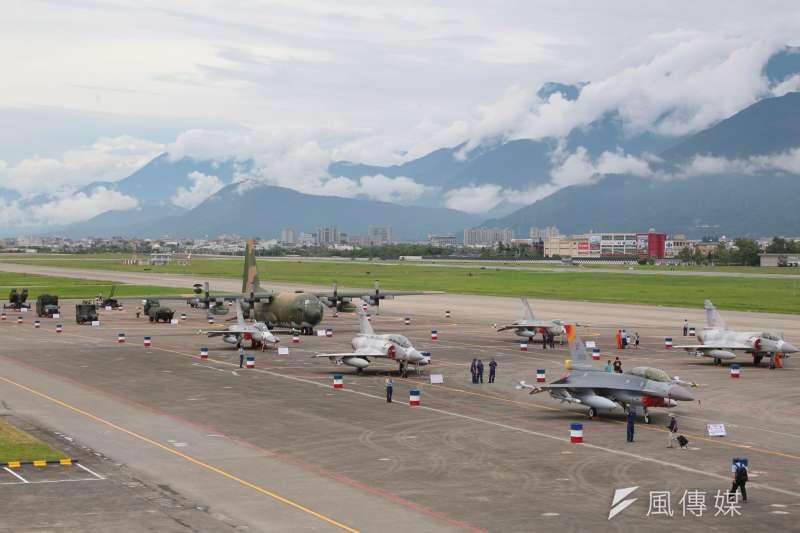20160811-SMG0045-010-花蓮空軍基地參訪,各式戰機。(顏麟宇攝).jpg
