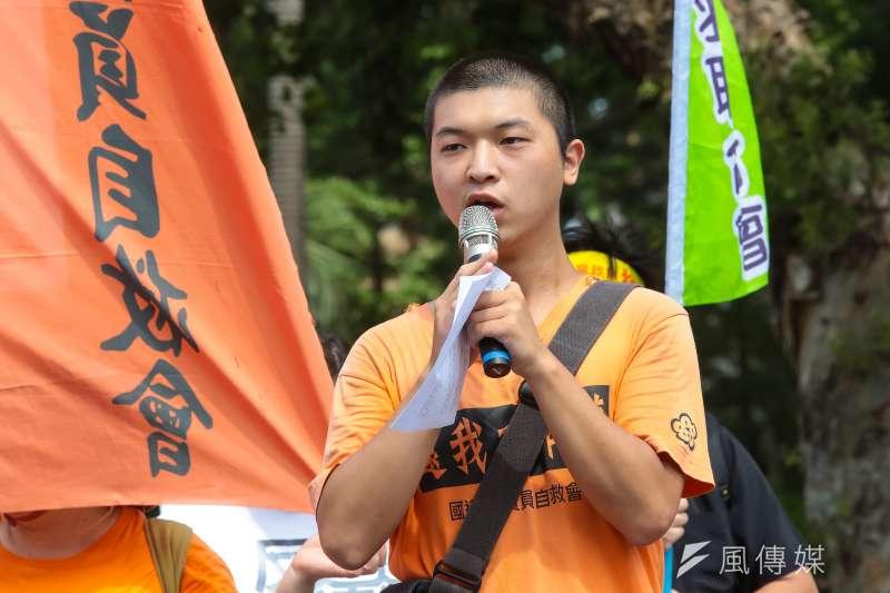 2016工鬥郭冠均16日與眾多勞工團體於行政院前召開「閒聊解決不了台灣勞工悲慘處境」記者會。(顏麟宇攝)