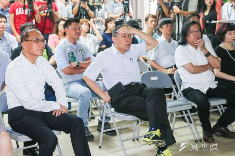 行政院長林全、台北市政府市長柯文哲等部會首長參訪臺北市興隆公共住宅。(陳明仁攝)