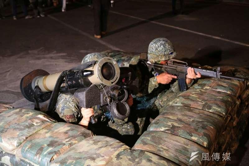 「漢光32號」軍演,由陸軍蘭陽地區指揮部在24日凌晨於雪隧實施「兵、火力運用暨隧道封阻」實兵演練。(顏麟宇攝)