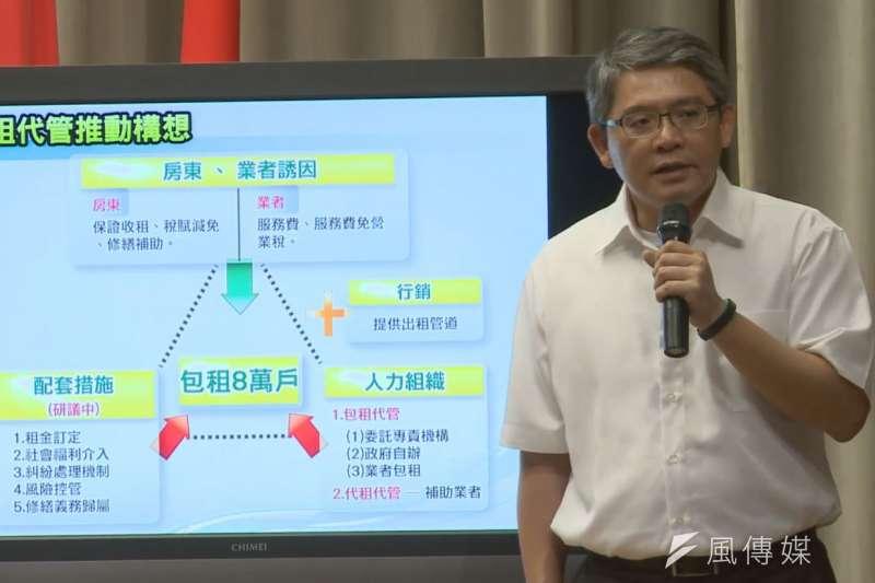 內政部次長花敬群報告社會住宅政策。(取自行政院直播)