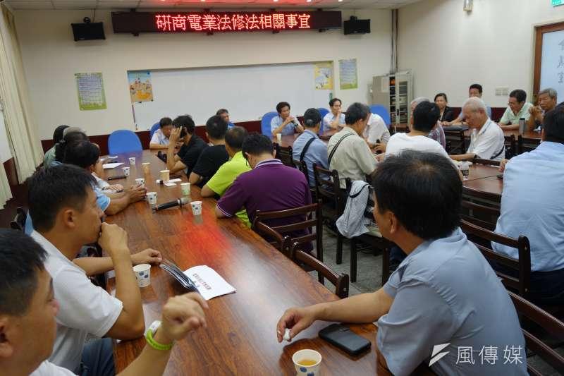 針對《電業法》修法,台電員工發起「全台南北串連步行活動」,呼籲全民重視。圖為《電業法》修法公聽會。(取自台電工會官網)