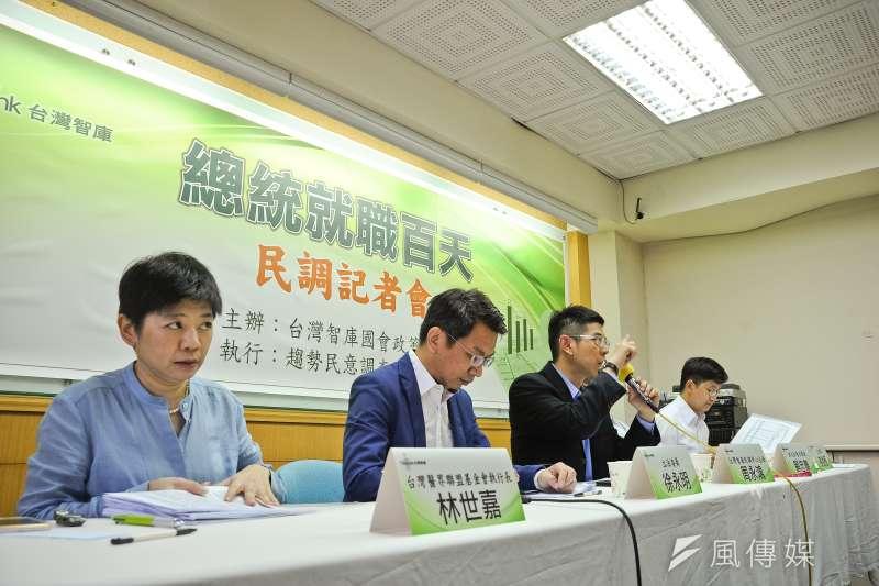 台灣智庫26日舉行總統就職百天民調記者會。(甘岱民攝)