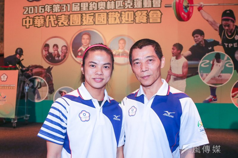 許淑淨(左)與舉重總教練蔡溫義捲入了禁藥風暴(陳明仁攝)