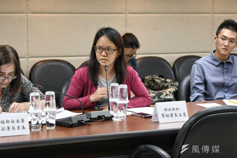 婦女新知秘書長覃玉蓉表示,長照勞動的薪資結構,是造成人力吃緊、外流的因素之一。(林惟崧攝)